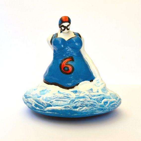 La baigneuse bleue dossard 6