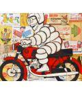 Bonhomme Michelin sur une moto BMW rouge sur fond de vieilles publicités