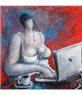 La fille au computer sur fond rouge