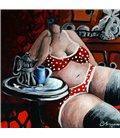 Julie aime bien son café dans le mug bleu