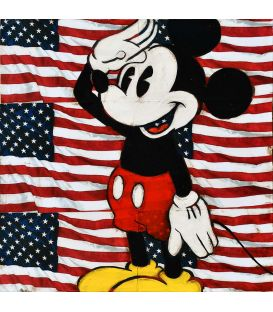 Mickey au garde à vous sur fond de drapeau Américain