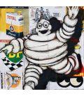Michelin sur fond de publicités pour des huiles moteur