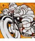 Michelin sur moto noire sur fond jaune