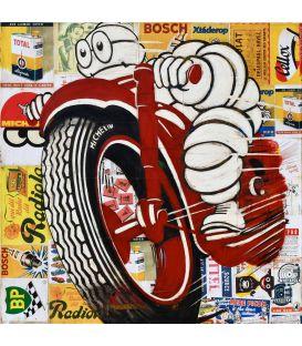 Bonhomme Michelin sur une moto rouge