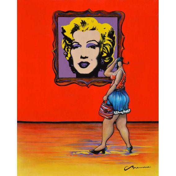 Julie devant un Andy Warhol