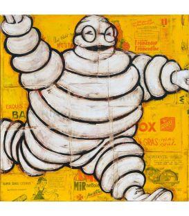 Bonhomme Michelin sur fond jaune
