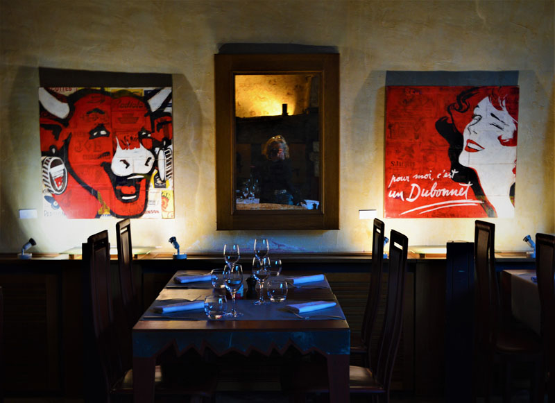 Pop-art canvas by Yann Kempen at the Moulin de Lourmarin